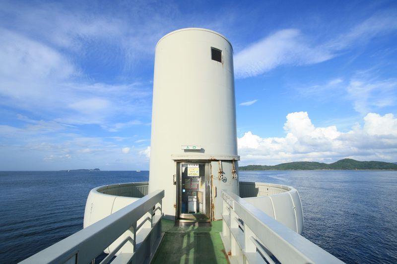 たった5分で海中!?日本海側ではここだけ!佐賀「玄海海中展望塔」で海中散歩を楽しもう