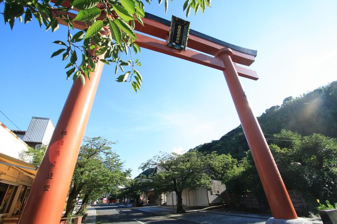 年間約300万人の参拝者数を誇る祐徳稲荷神社