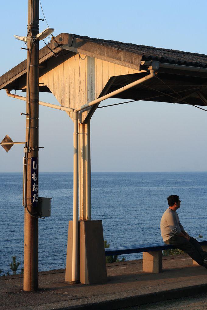 下灘駅の魅力、「ホーム+海」をシンプルに切り取る