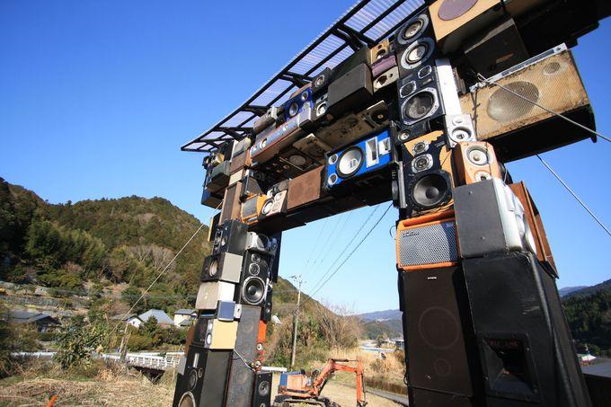 カラオケ鳥居があるのは徳島の神山町