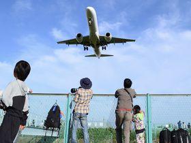 近っ!大阪「千里川土手」で印象的な飛行機風景に魅せられる!