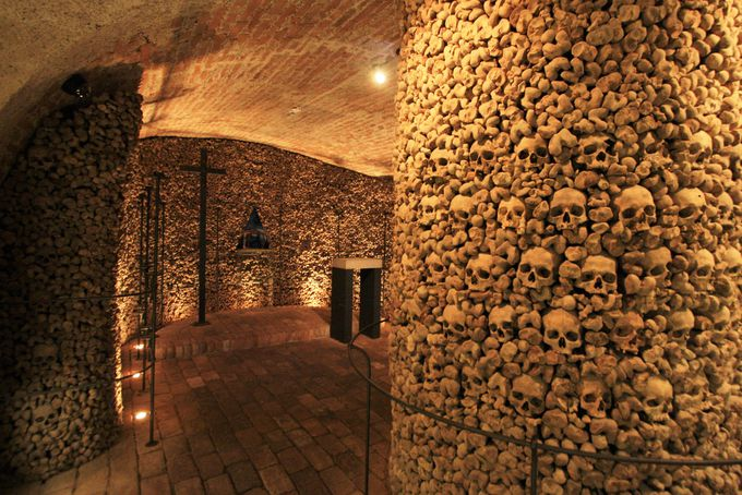 人生で一度は行ってみたい!5万人分の骨でできた納骨堂