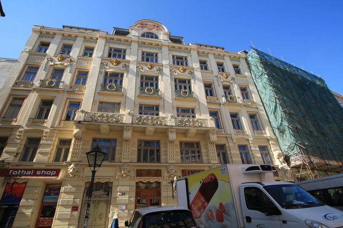 外観はバロック+ルネサンス建築?