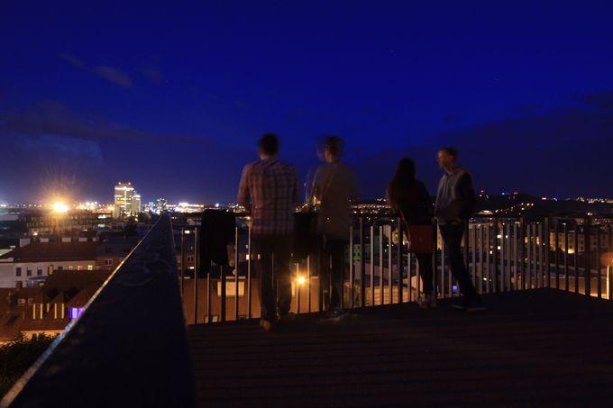 夜の街歩きでブルノ観光の締めを