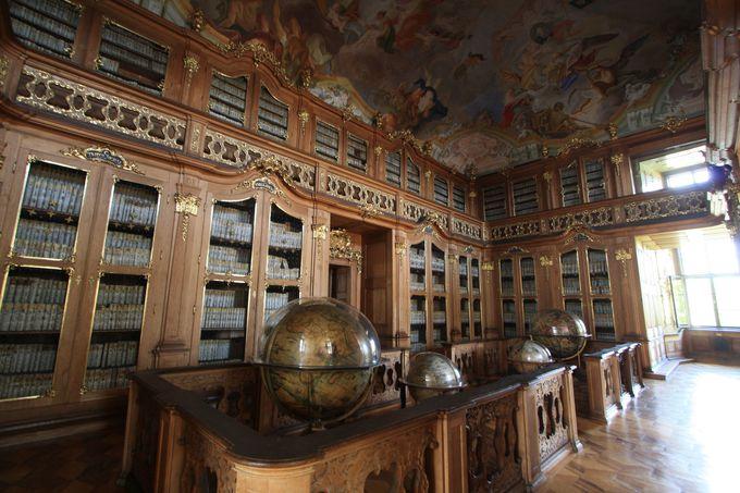 図書室はオススメの見学スポット