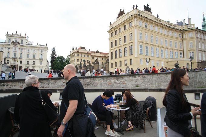 プラハ城正門のすぐそばというロケーション