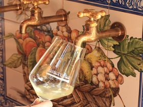 蛇口から…ワイン!?弘前「ピッツェリア・ダ・サスィーノ」の衝撃メニューとは