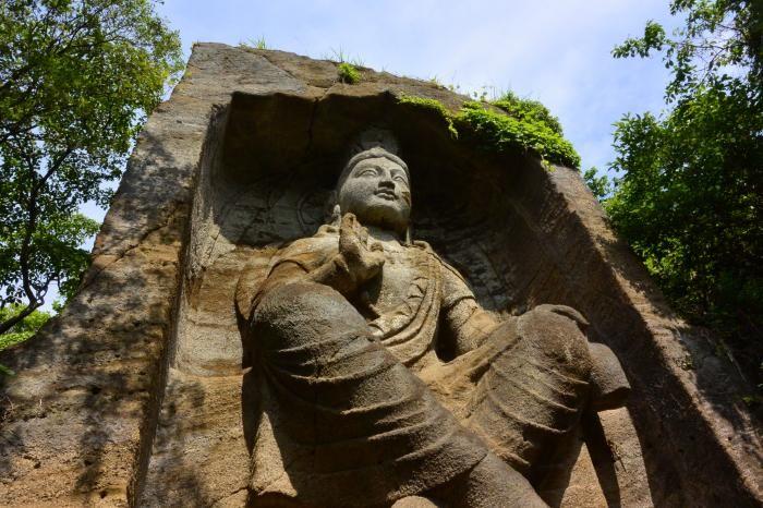 ハイキングに突如出現、巨大石仏!横須賀市鷹取山 弥勒磨崖仏