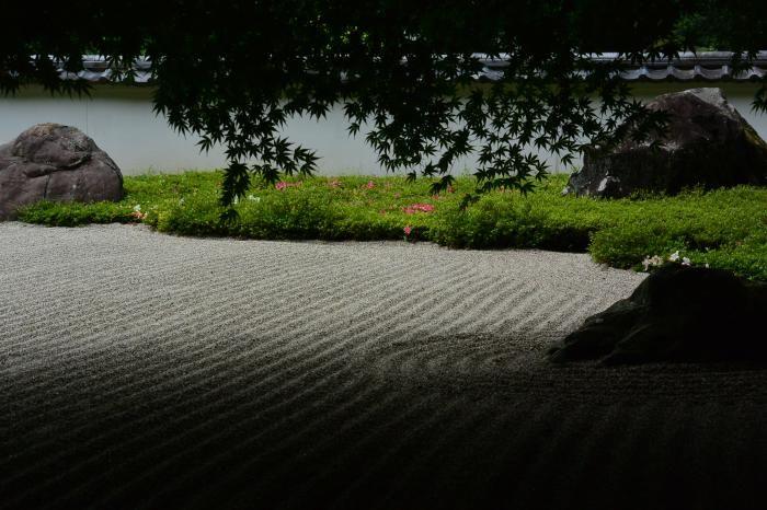 京都・龍安寺のような石庭《玉堂美術館》青梅市
