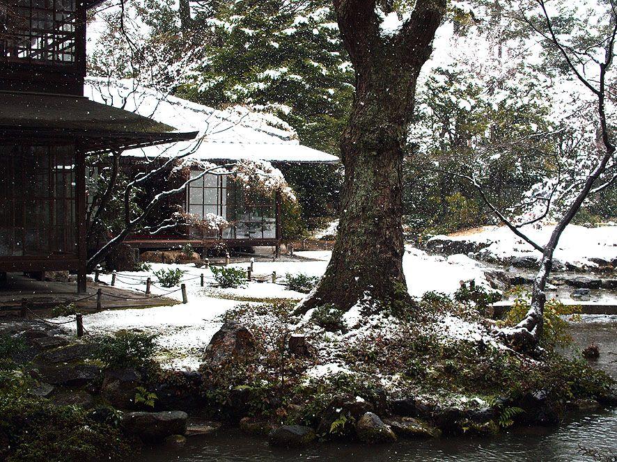 最後は南禅寺別荘群の一つ「無鄰菴」で雪景色を楽しむ