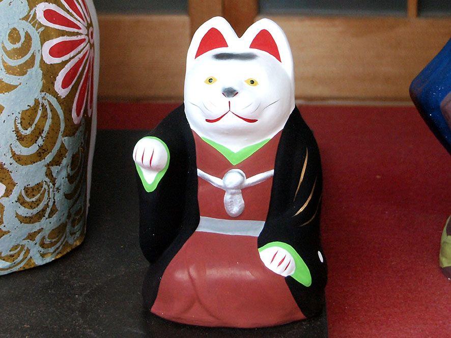 「伏見稲荷大社」はお狐様の総本山にして、まねき猫発祥の地