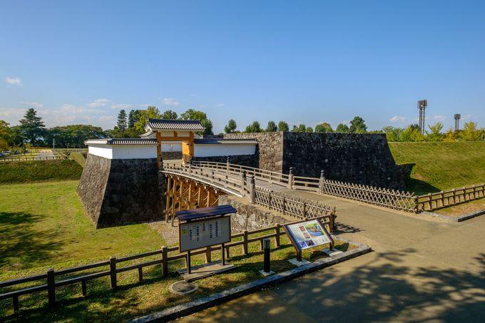 本丸の御殿を守る最後の関門、復元工事が進む「本丸一文字門」