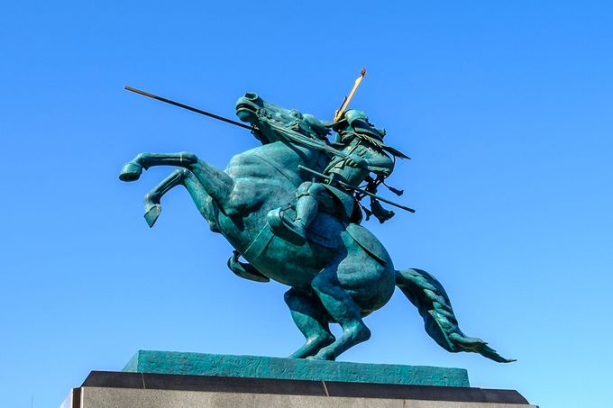 山形で一番人気!山形の基礎を築いた戦国大名・最上義光の騎馬像は必見