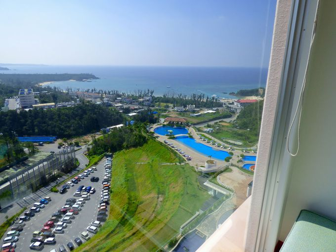 部屋から眺める海は沖縄でも有数のロケーション