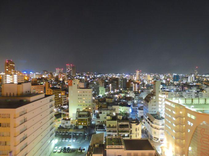 那覇の街夜景と港の景色を一望