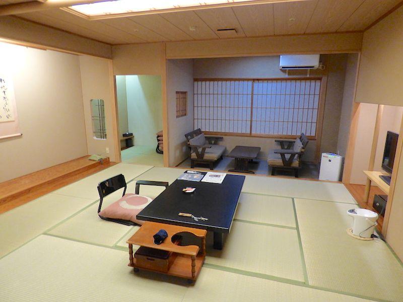ほとんどの部屋は10畳以上の広さでゆったり気分満喫