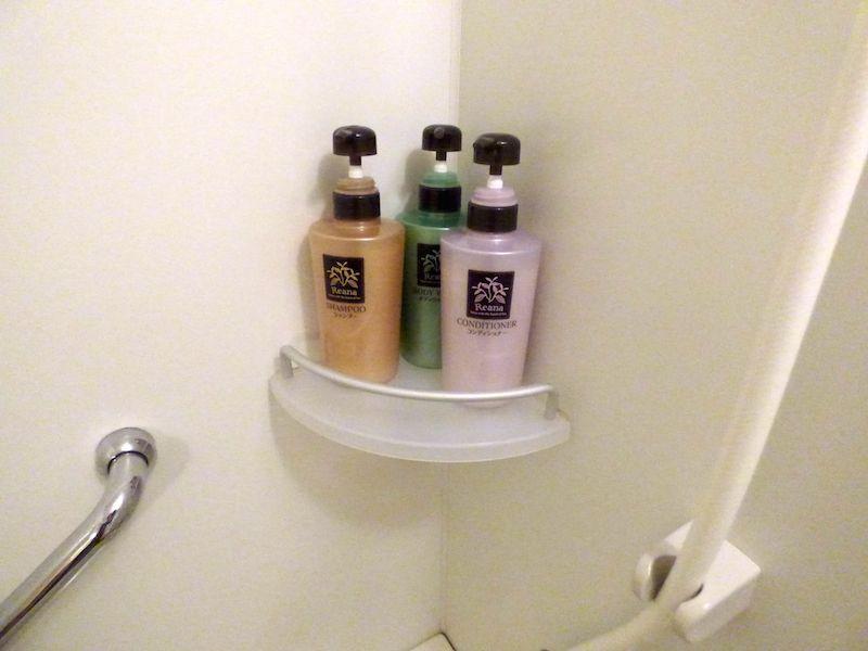 バスルームはコンパクトながら十分な仕様