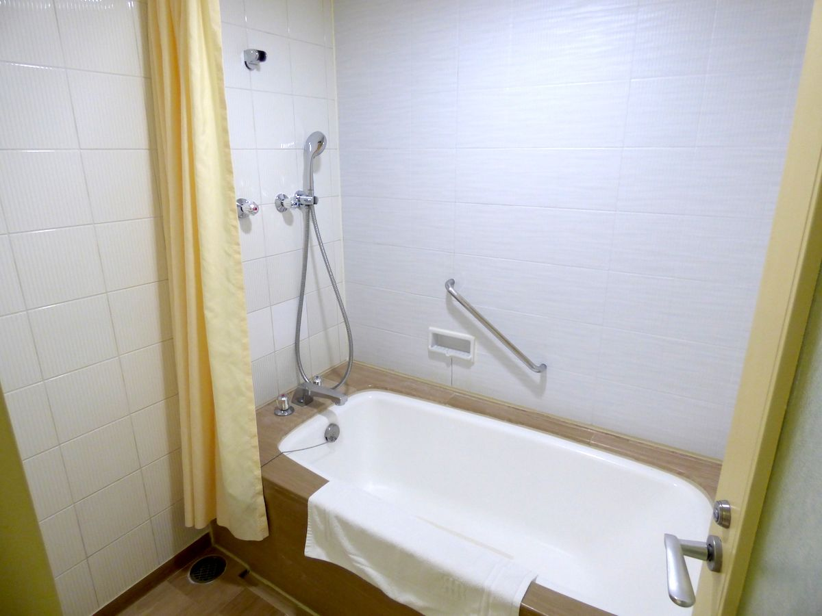 広いバスルームは大阪観光の疲れを癒します!