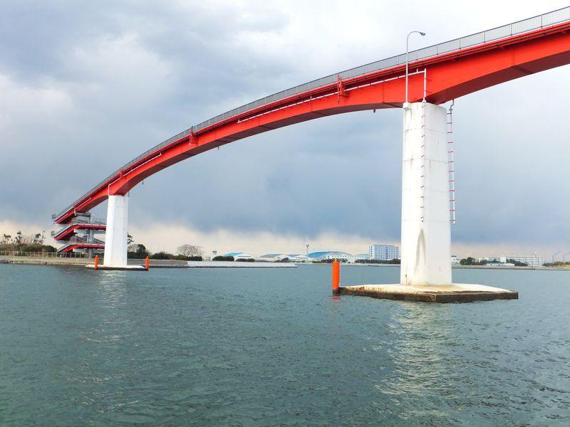 日本一の高さ27m!海の上に架かる歩道橋