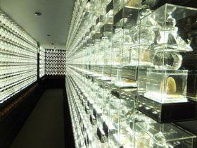 1万体のクリスタルの回廊が神秘的!東京「成田山深川不動堂」でご利益を得よう|東京都|トラベルjp<たびねす>