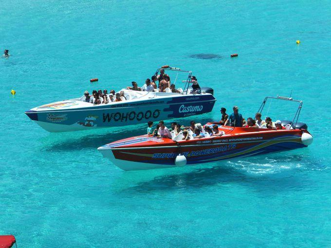 """青い海を船が飛ぶ…。マルタは人間にとっても""""楽園"""""""