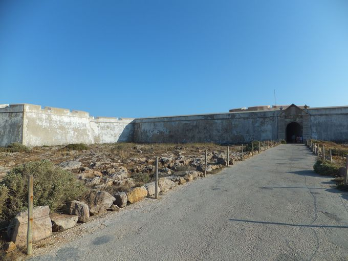 沢木氏が目にした白い壁……。サグレス要塞の「夢の跡」
