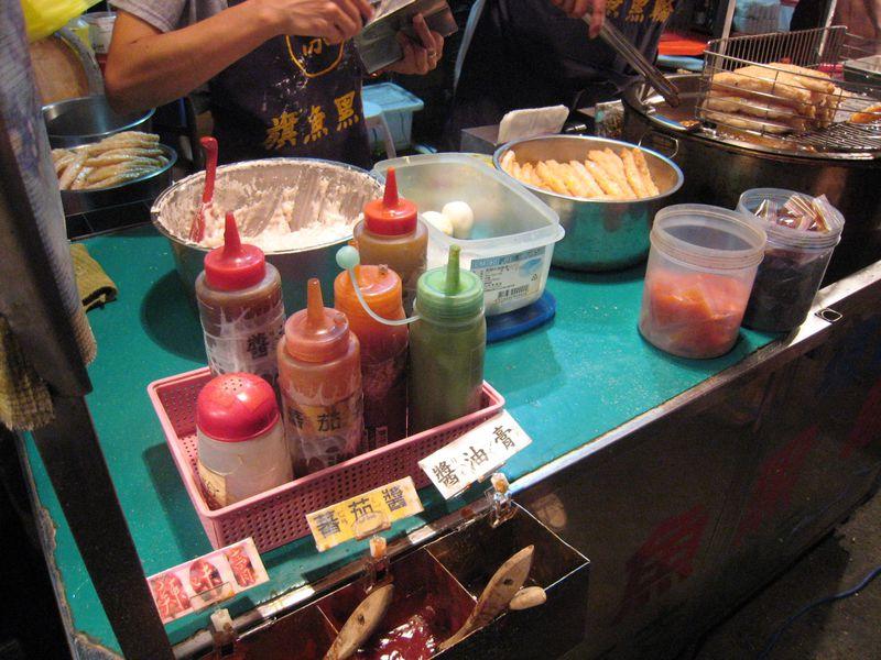 台南夜市で外せない練り物&焼きトウモロコシ