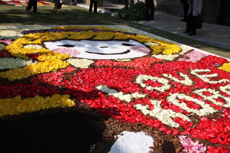 GWは神戸北野坂が花のカーペットで彩られる「インフィオラータ」へ
