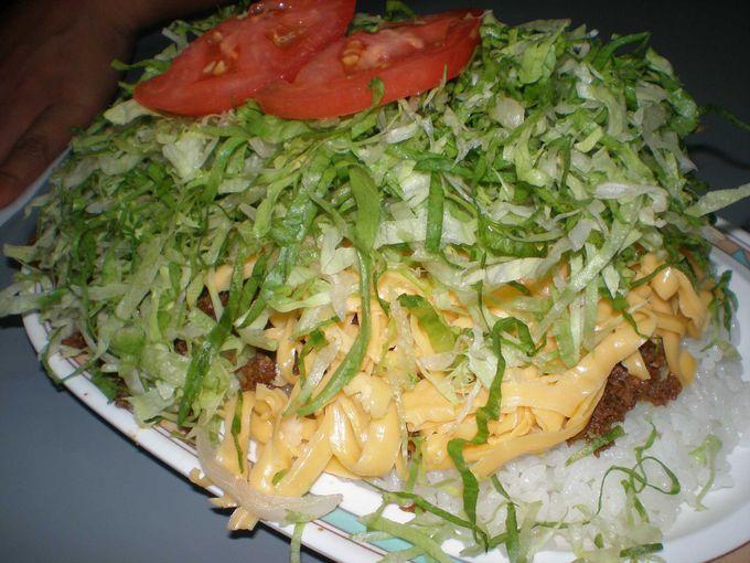一人では食べきれないパーラー千里のタコライス