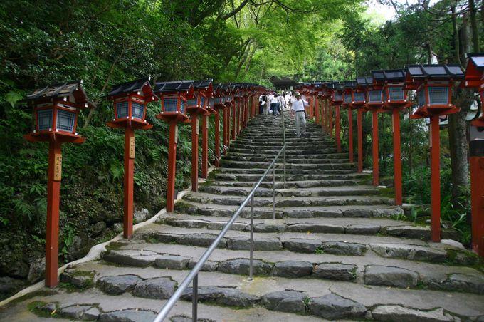 川床で真夏を乗り切る京都の人々