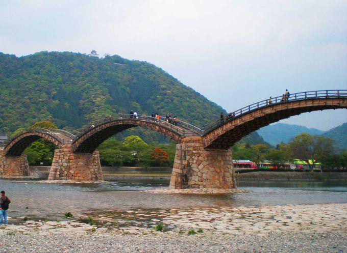 見ると美しいが、歩くと大変!日本を代表する木造橋