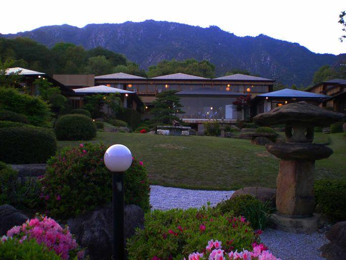 どの部屋からも自慢の日本庭園が目の前に!