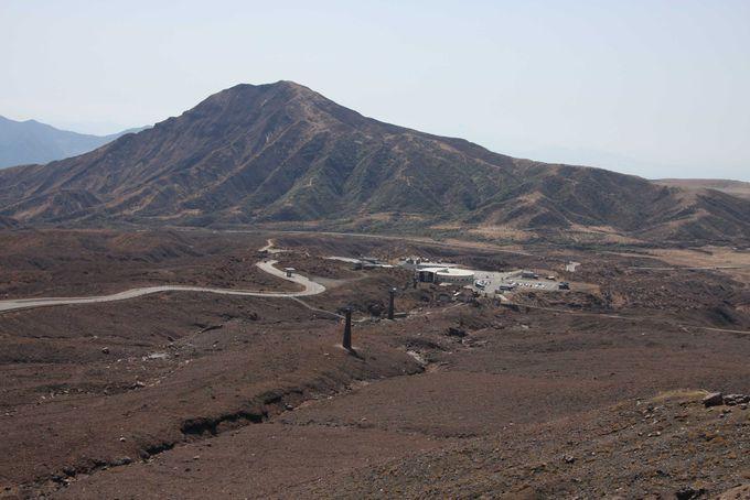 活火山に架けられたロープウェーで空中散歩
