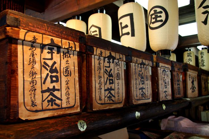 創業1827年の宇治茶専門店で試飲を