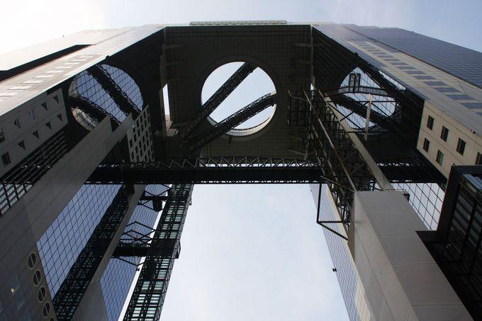 世界の建築トップ20に入る大阪梅田スカイビルの新たな魅力発見!