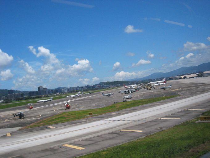 松山空港も一望