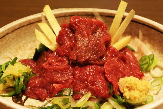 馬刺し兜盛りや真田幸村パフェが斬新で面白い!大阪・なんばウォークは真田幸村一色!