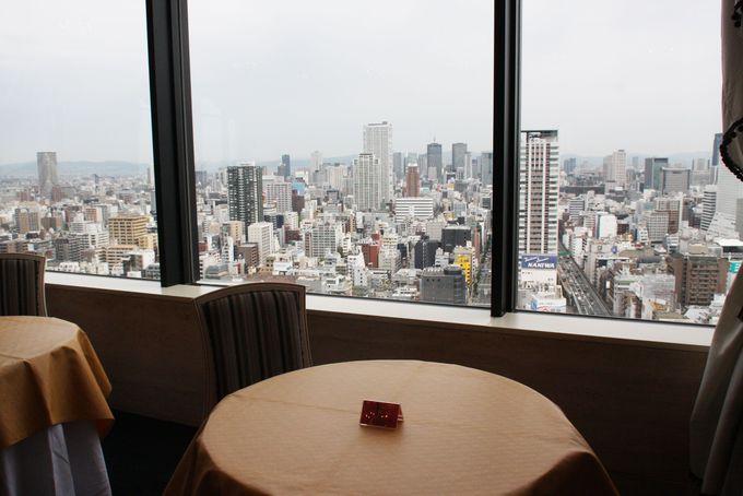 地上100メートルの眺望を楽しみながらの朝食