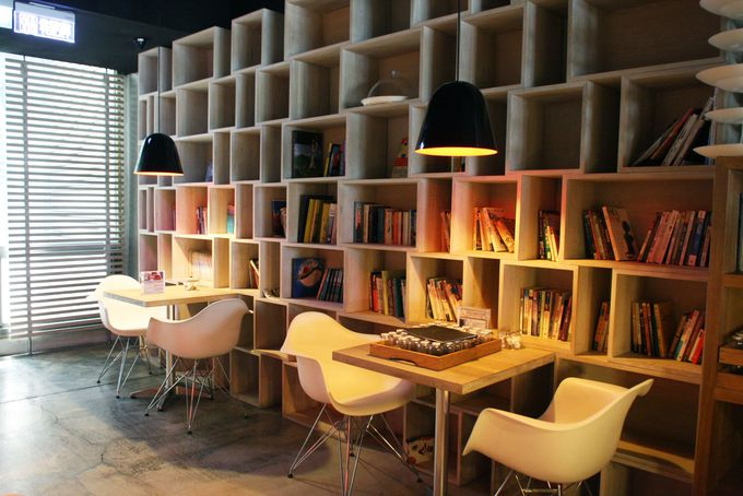 図書館のようなカフェ