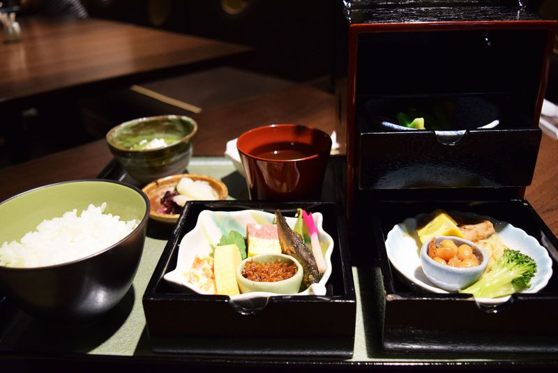 目にも鮮やかな京おばんざい朝食が自慢!ホテルグランバッハ京都
