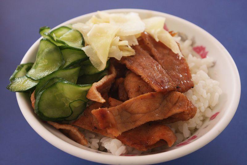 台湾・高雄のド定番B級グルメは焼肉飯!〆はフルーツモリモリかき氷で決まり!