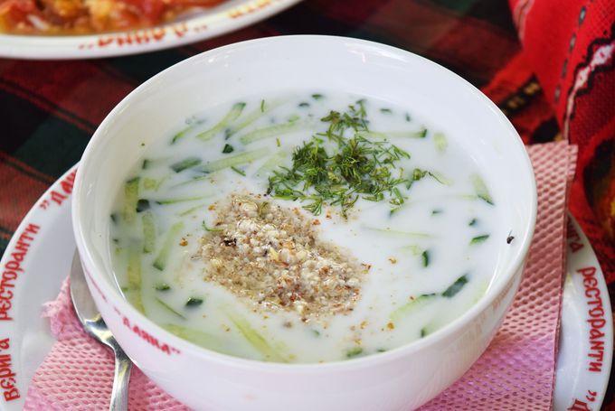 ヨーグルトのスープとドリンク