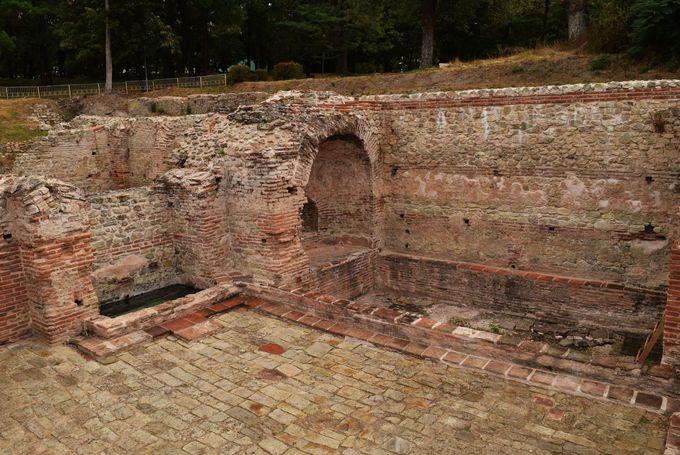 古代ローマ公衆浴場跡も