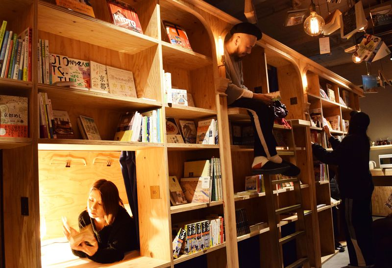 BOOK AND BED KYOTOフル活用術!京都の「泊まれる本屋」はビールも飲める!