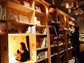 京都の「泊まれる本屋」はビールも飲める!BOOK AND BED KYOTOフル活用術!|京都府|トラベルjp<たびねす>