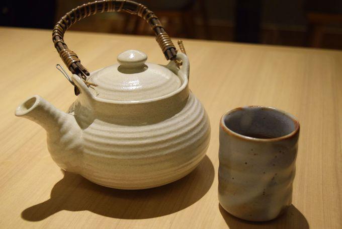 〆は一保堂の炒り番茶とやさしい味わいのデザート