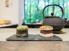 おはぎバーガーをおしゃれな日本茶スタンドで!大阪「CHASHITSU」|大阪府|トラベルjp<たびねす>