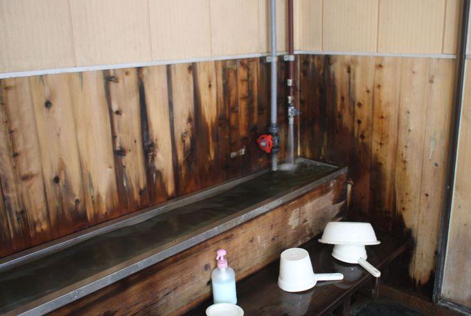 熱めとぬるめの2種類の内風呂