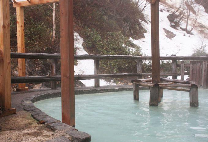 露天風呂からは川面にたなびく湯煙を堪能