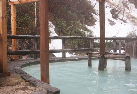 青緑がかった乳白色の神秘の秘湯!岩手松川温泉「松楓荘」